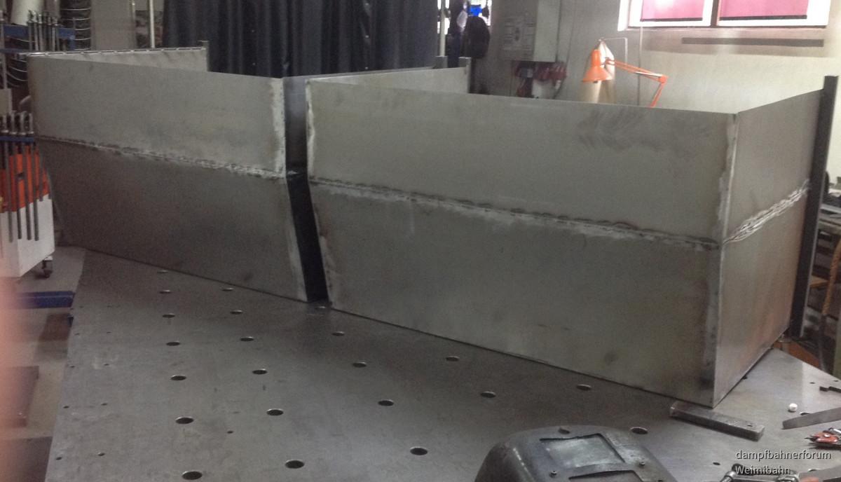 Doppelmuldiger Großraumkipper für Erdtransport
