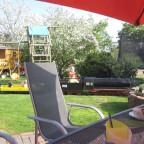 Tea-time auf der Terrasse - und den Zugverkehr der HSE beobachten