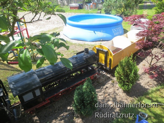 Planschbecken mit Bahnanschluss