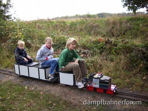 Die Kinder bei Fahrtests
